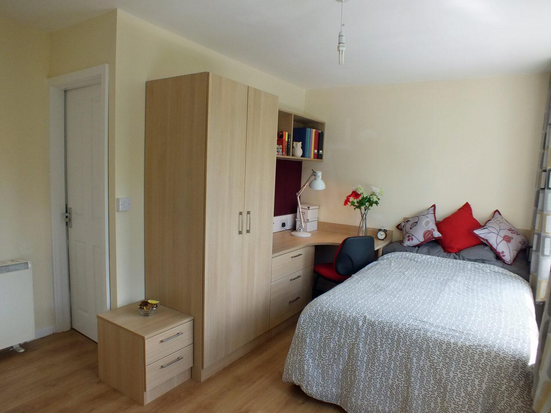Deluxe duplex apartment bedroom in birmingham
